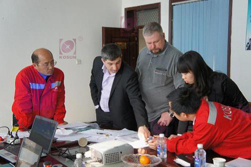 The pic shows the technicians from Gazprom were discussing with KOSUN's technicians about peripheral auxiliary projects.