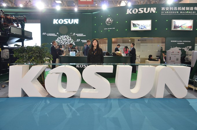 Vice President Liu Danyin Taking a Photo at KOSUN Booth after Interview